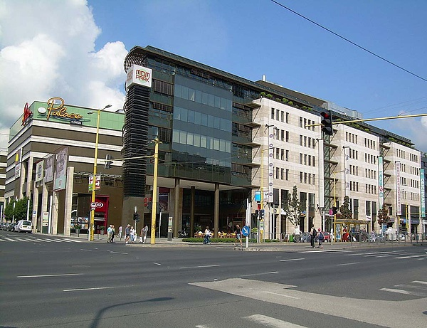 Dentons advises on largest Hungarian real estate deal in 2015 so far