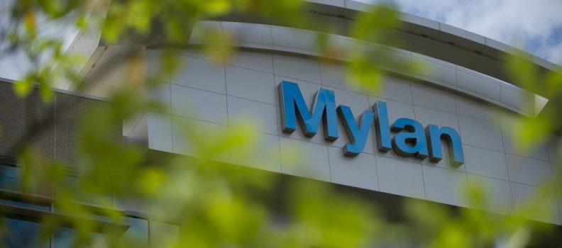 Mylan's EpiPen price hike outcry spurs U.S. legislators to investigate rebate practices